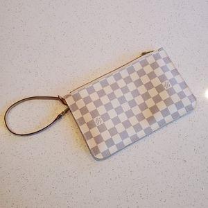 Louis Vuitton neverfull pouch/wristlet